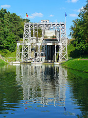 four canal lifts