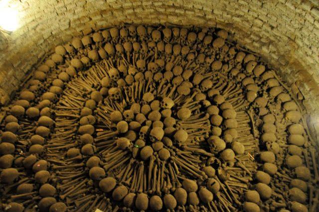 Peru-Lima-catacombs-2
