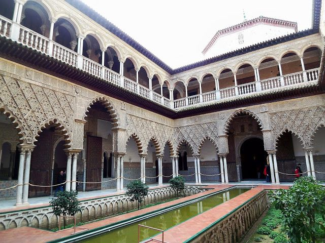 Spain-Seville-Alcazar-courtyard