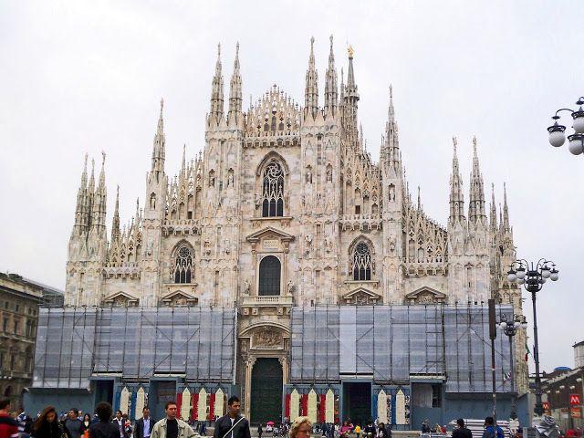 Italy-Milan-Duomo-wedding-cake