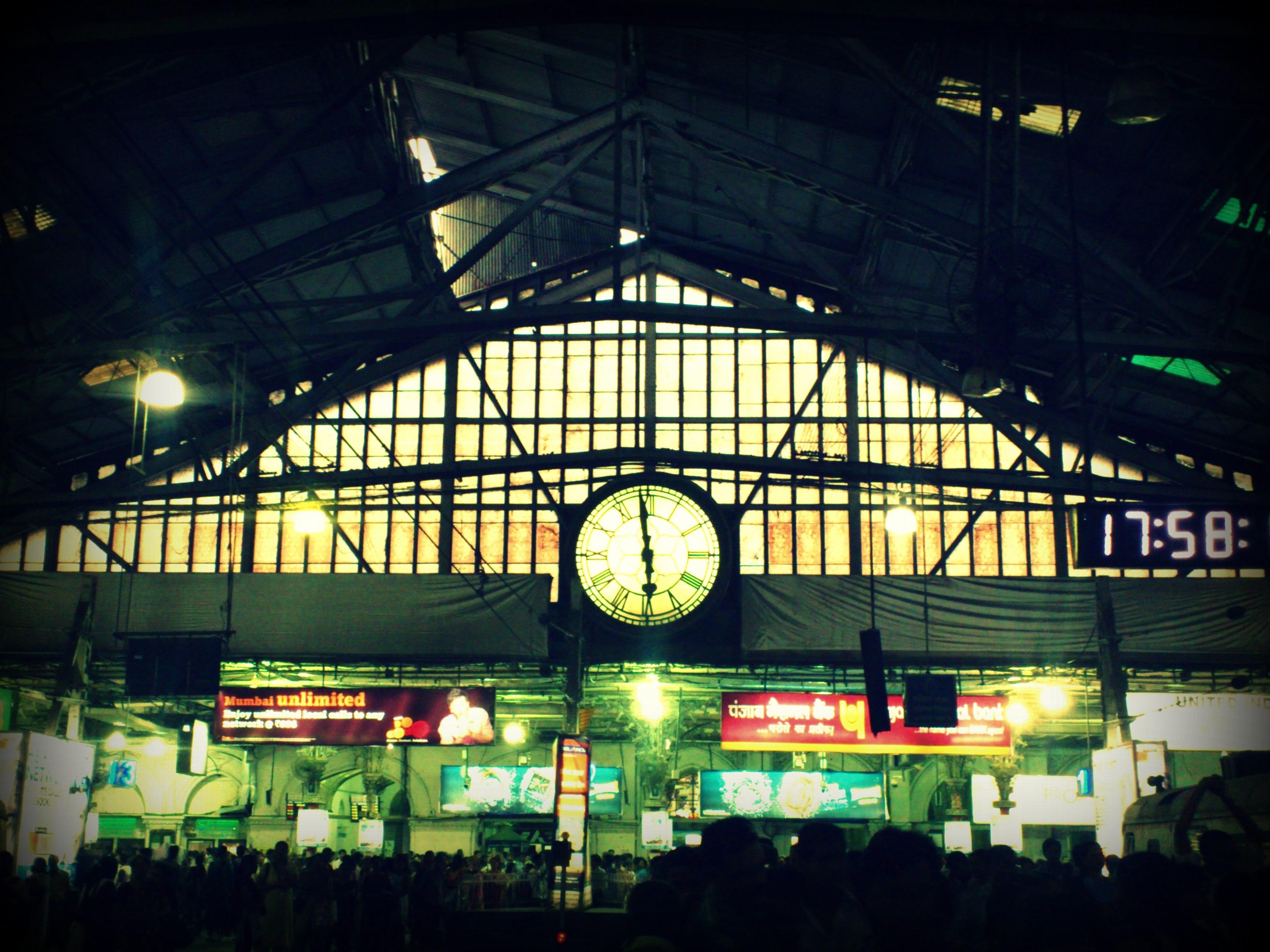 360-Legendry-Clock-at-VT-station1