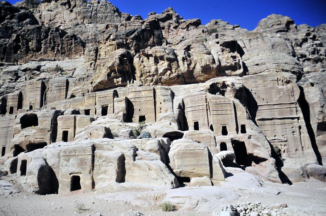 facades in Petra - Jordan Cathrin Eszbach