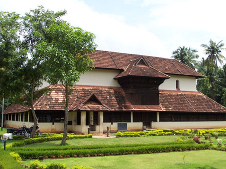 Climatic impact on vernacular architecture of kerala go for Kerala home photos