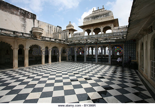 Open air royal courtyard, City Palace, Rajasthan Photo source: http://l7.alamy.com/zooms/dfd6f0a0da2d48a6aba1917634060848/open-air-ornate-royal-courtyard-rajya-angan-city-palace-udaipur-rajasthan-by386r.jpg