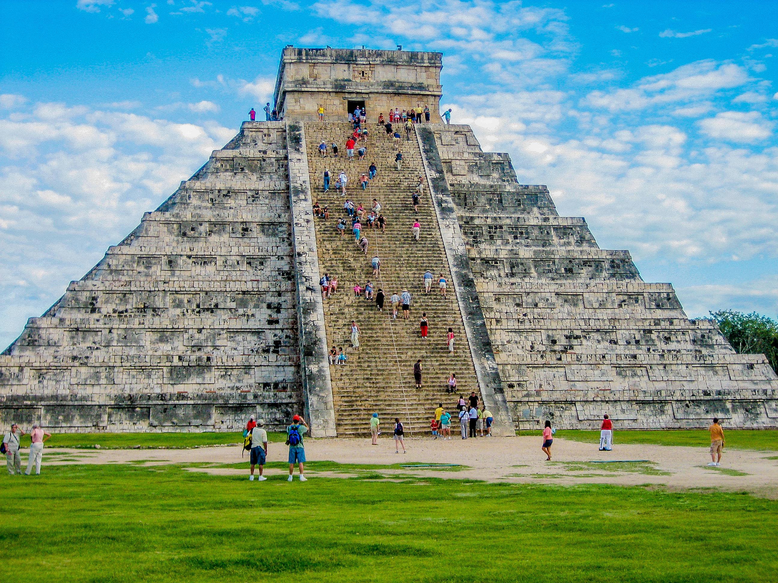 Kukulcan Pyramid Pre-Hispanic City of Chichen-Itza - Mexico UNESCOtravelers