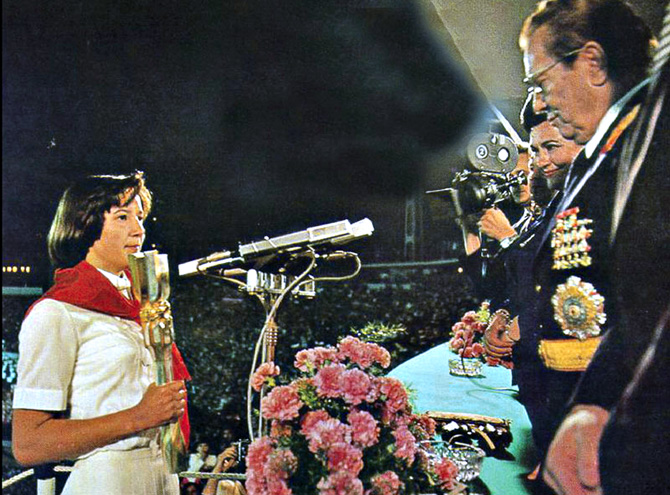 Pioneer girl handing the baton to President Tito