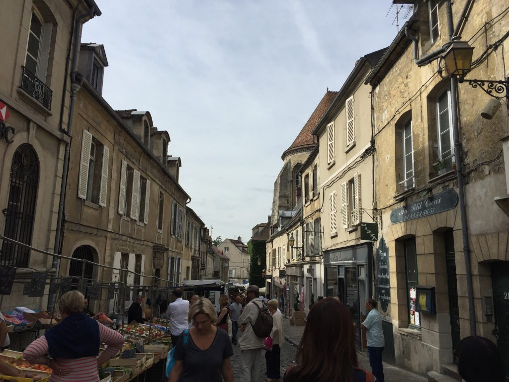 The Senlis street market within the medieval walls