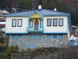 Symmetrical Krusevo house Image Courtesy: http://www.panoramio.com/photo/22170249
