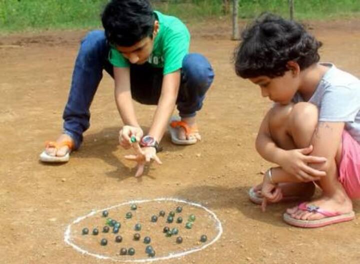 Kids playing kanche pic credits : newsworldindia.in