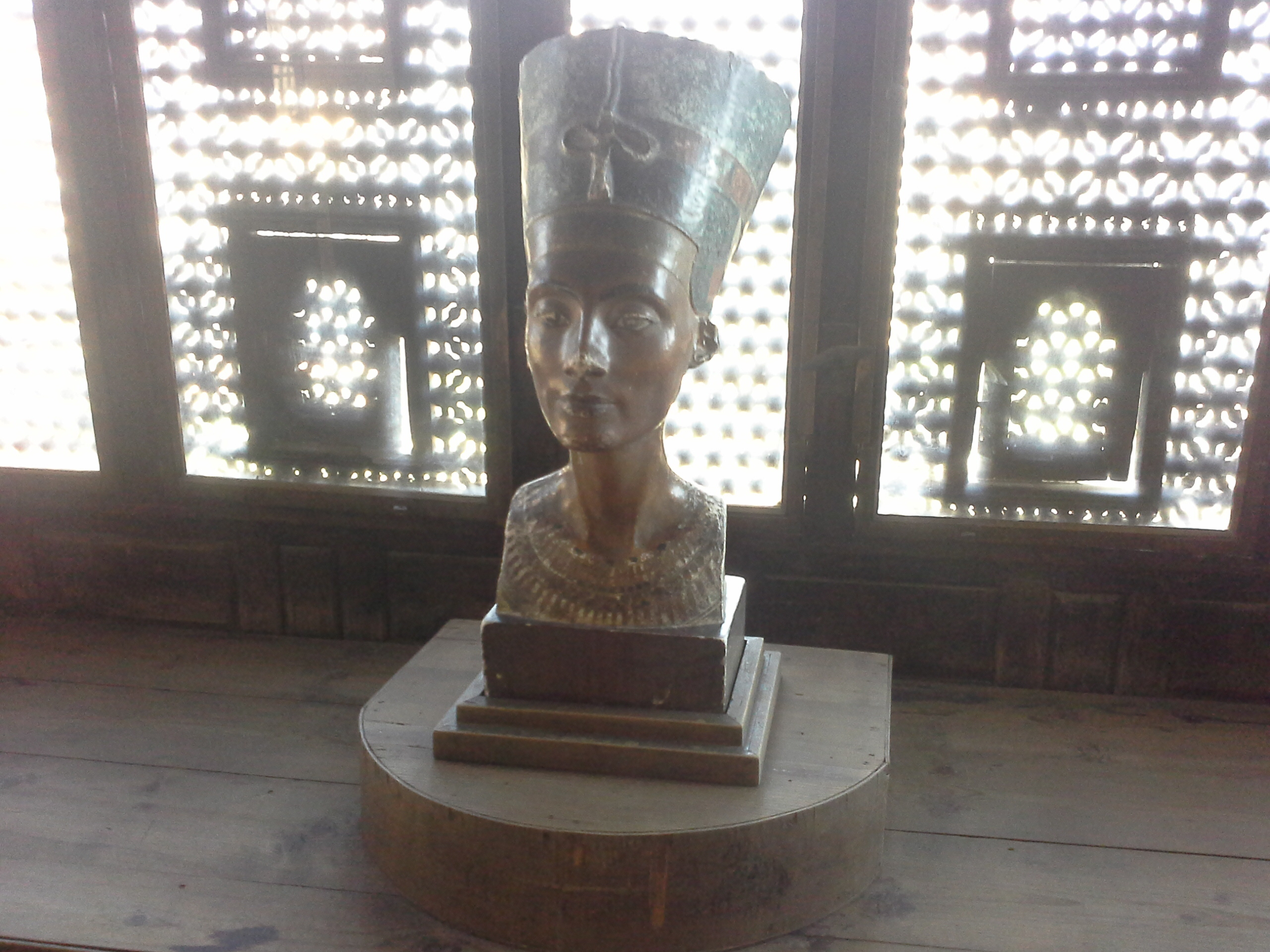 A replica statue of Queen Nefertiti