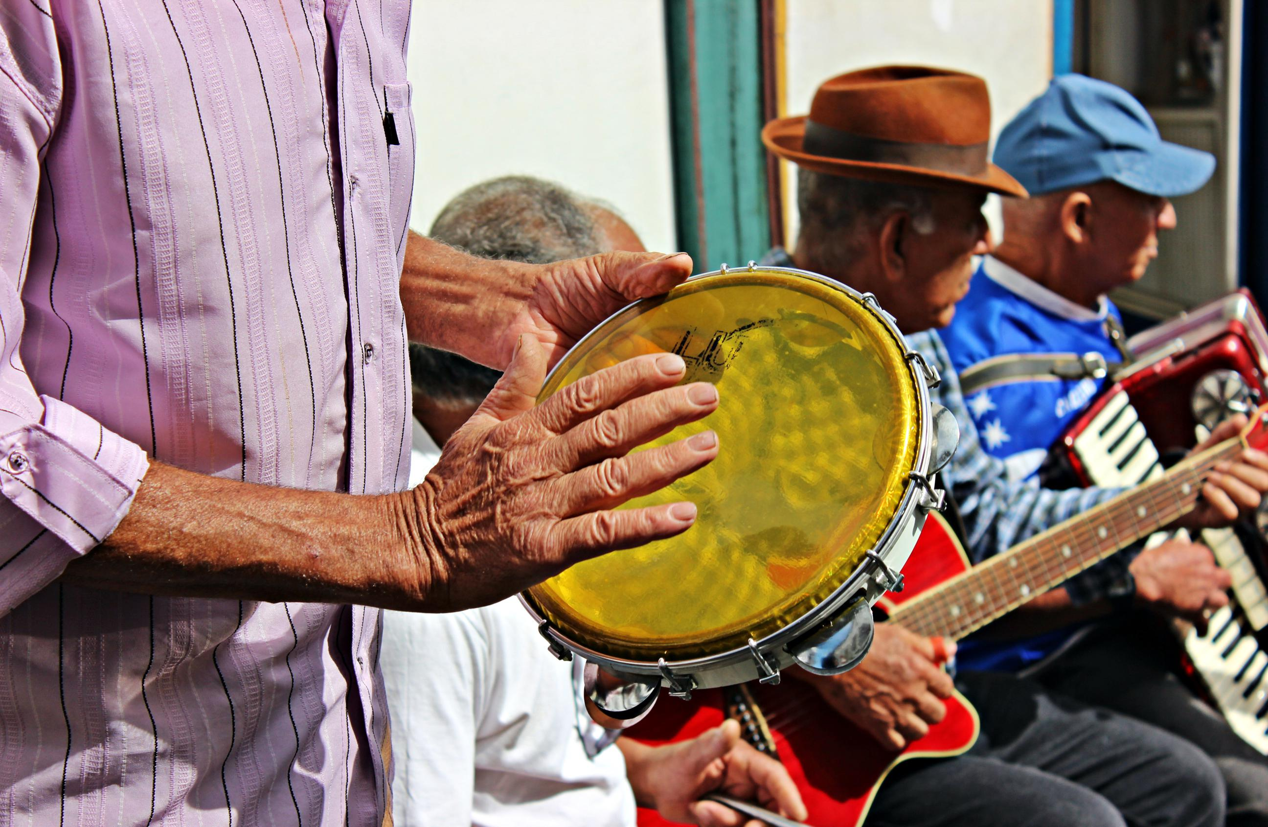 Music and colors in the streets of Diamantina, Brazil. Photo by Natália Gonçalves.