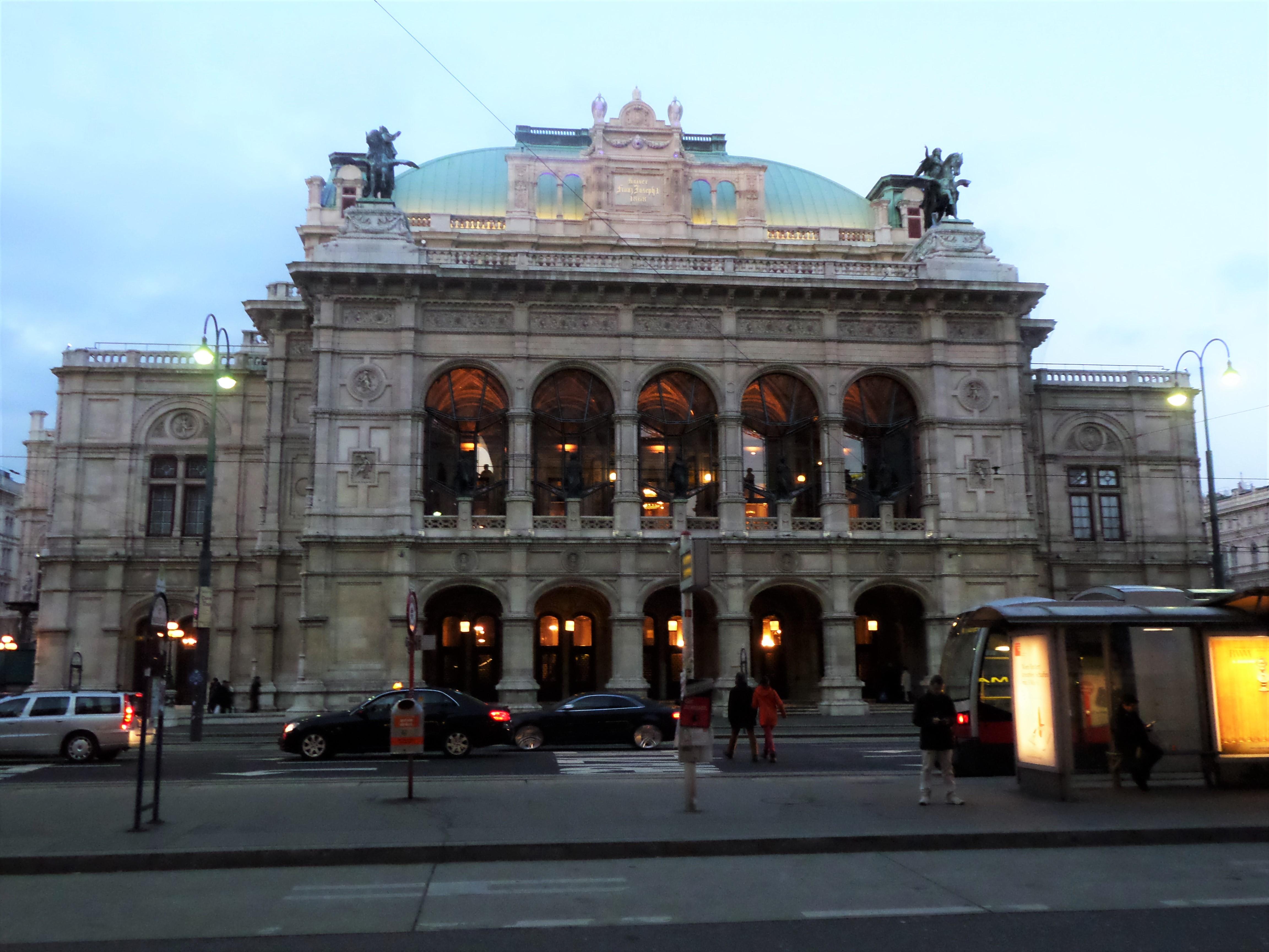 Vienna State Opera's impressive neoclassical building
