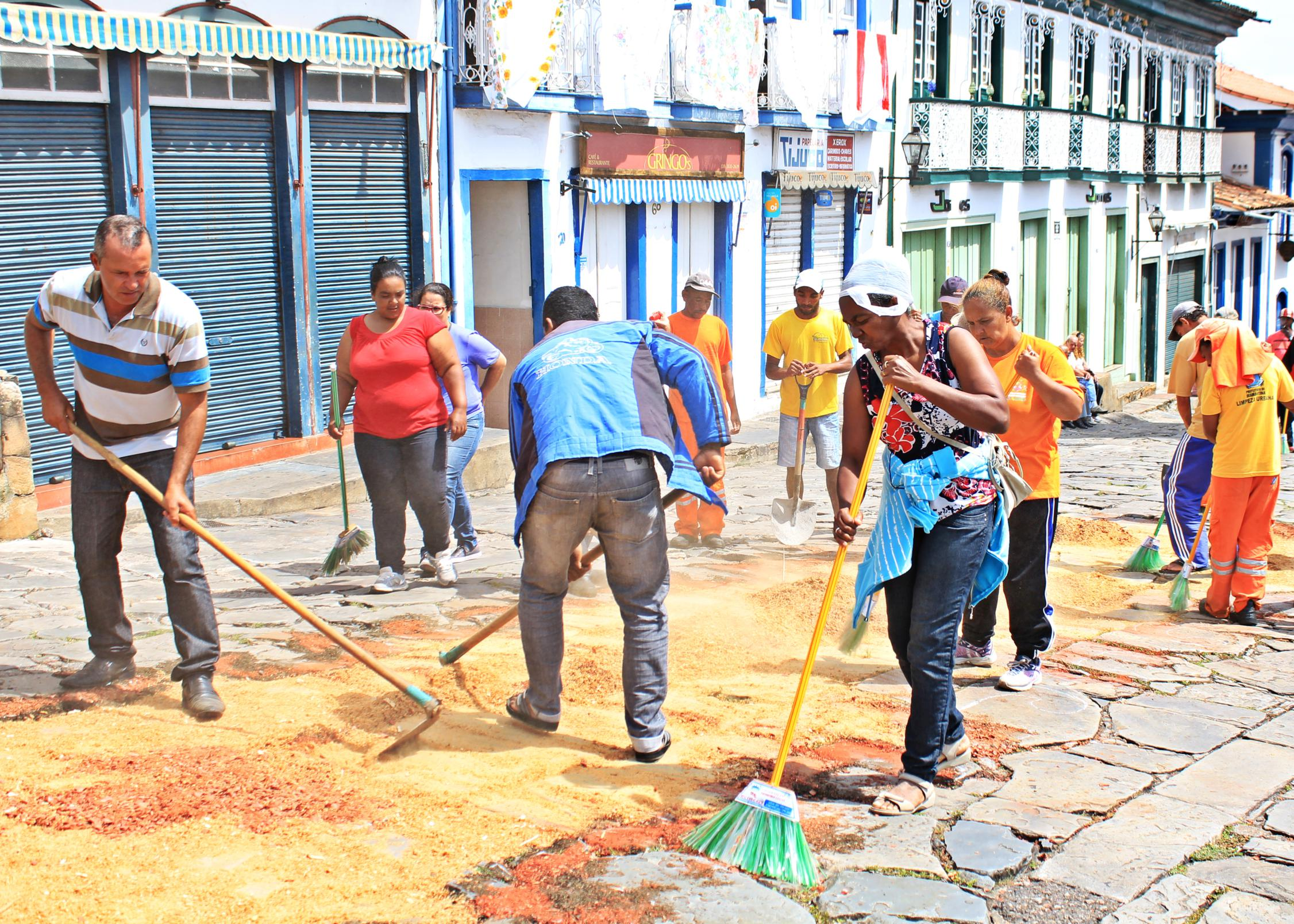 After celebrations of Holy Week, sawdust carpets are removed. Diamantina, Brazil. Photo by Juliana Silva.
