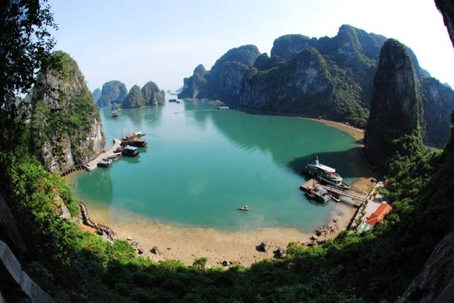 PICTERESQUE SEASCAPE OF HA LONG BAY — Vietnam