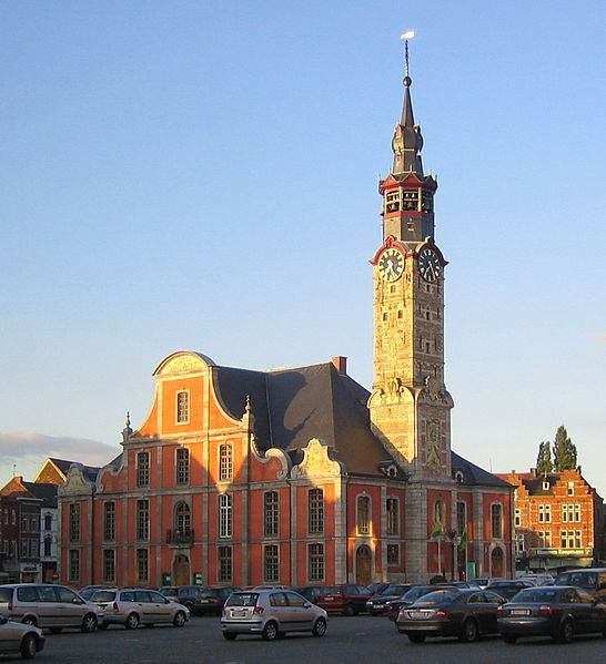 http://commons.wikimedia.org/wiki/File:Sint-Truiden_stadhuis.jpg