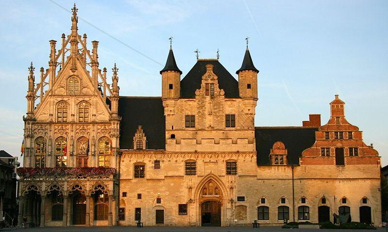 http://commons.wikimedia.org/wiki/File:Mechelen_Laekenhall.jpg