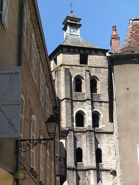 http://commons.wikimedia.org/wiki/File:Beaulieu-sur-Dordogne_belfry.JPG