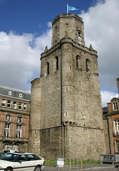 http://commons.wikimedia.org/wiki/File:Boulogne_beffroi.Jpg