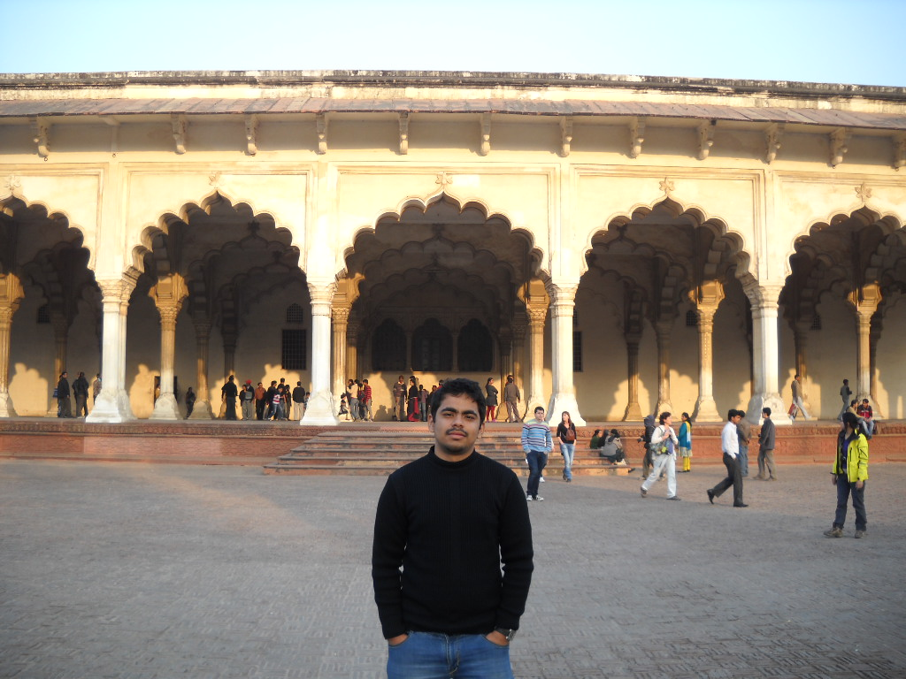 My experience of Agra fort was fabulous. The beautiful gardens, fountains and the glittering dining halls made me totally stunned. Everything was just big and huge, even the bath tubs in which the King use to take his bath. I would personally advice all the travel freaks to visit Agra Fort at least once in their lifetime. It's definately a GO GO place.