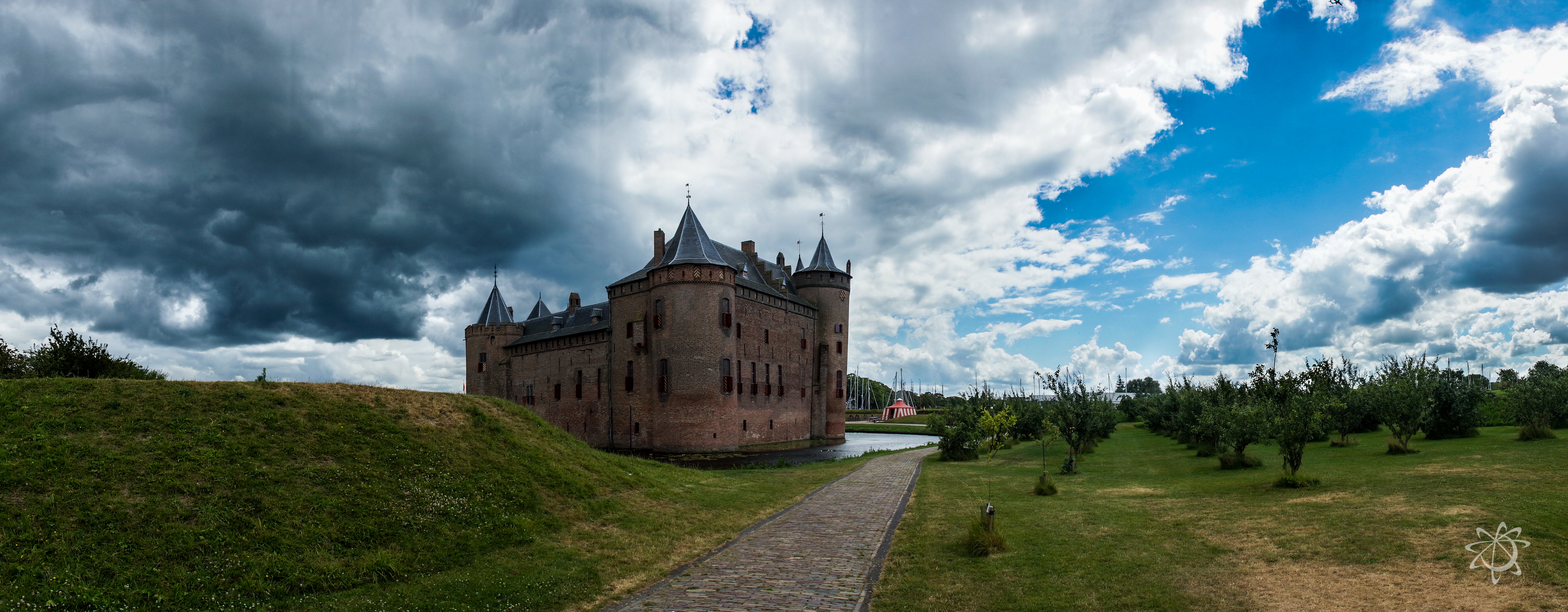 There are about 50 different castles along the defense perimeter, I went to only one but that was because i didn't know there was a large outer ring. It was really neat to see the Muiderslot castle and I learned a lot about its history in the process. Definitely a cool site to see =)