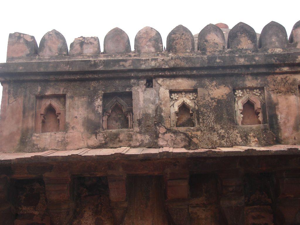 Parapet , Kanguras and niches