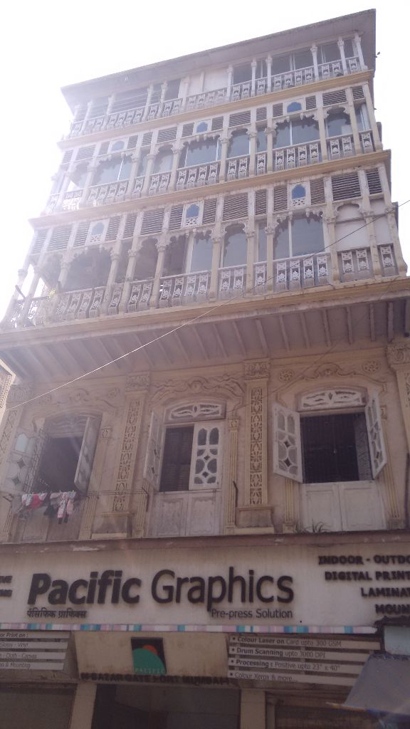 A building in Perin Nariman Street