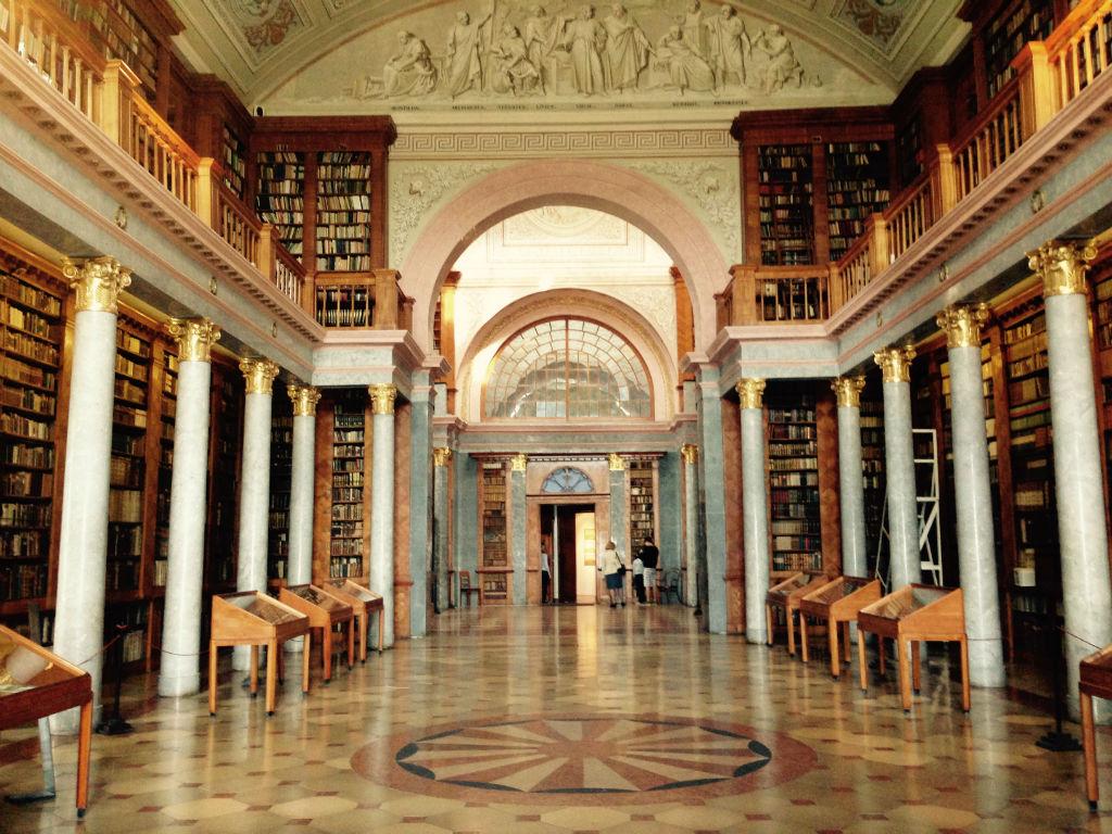 Pannonhalma, library