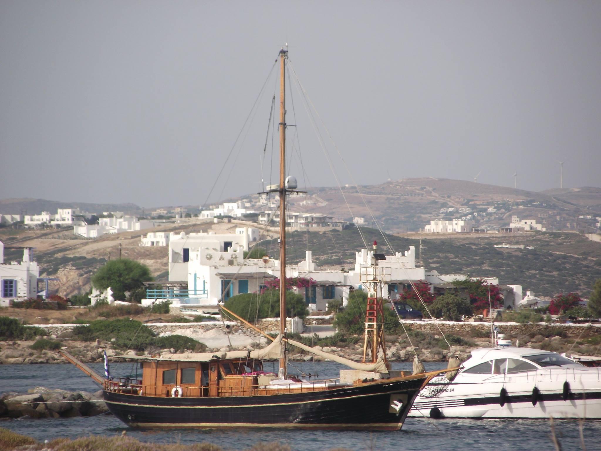 Parikia_harbour_in_the_island_of_Paros_photo_by_Julia_Marmotti
