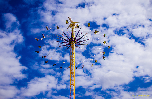 A beautiful ferris wheel Picture Courtesy: Polybert49