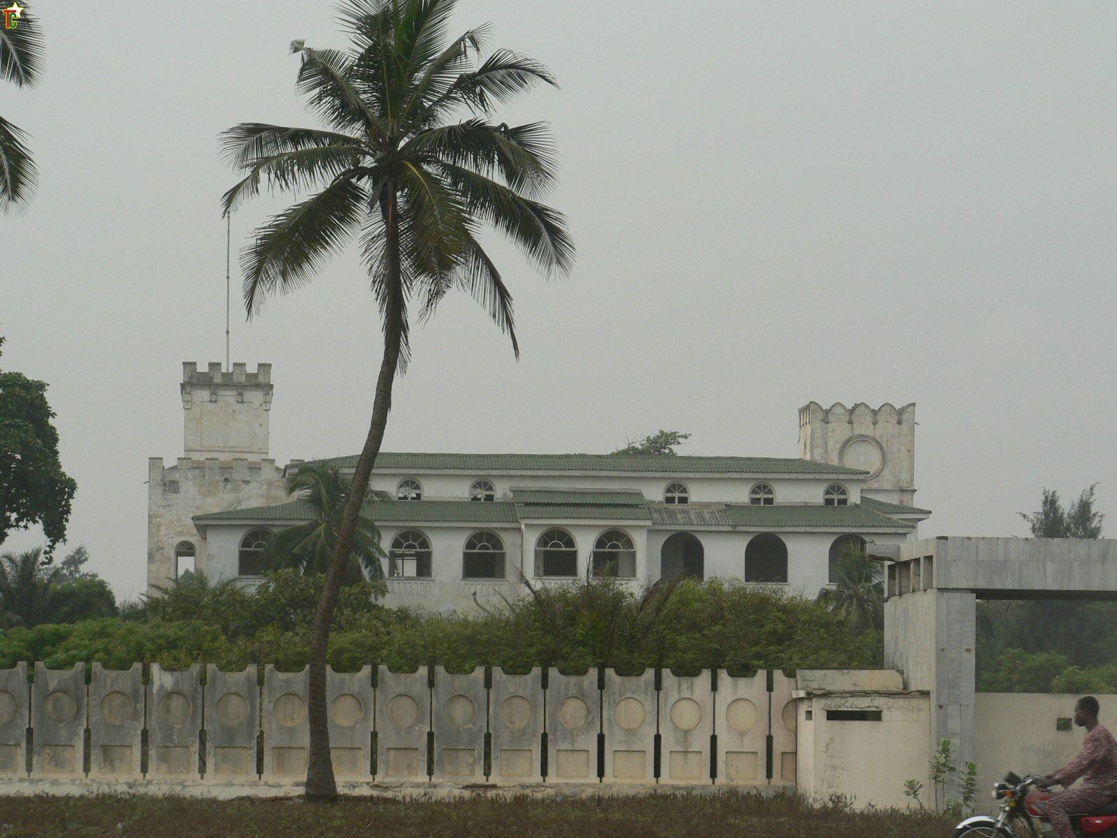 Le-Palais-du-Gouverneur-devenu-Palais-des-Hôtes-de-Marque-puis-Siège-du-Gouvernement-de-1991-à-1993