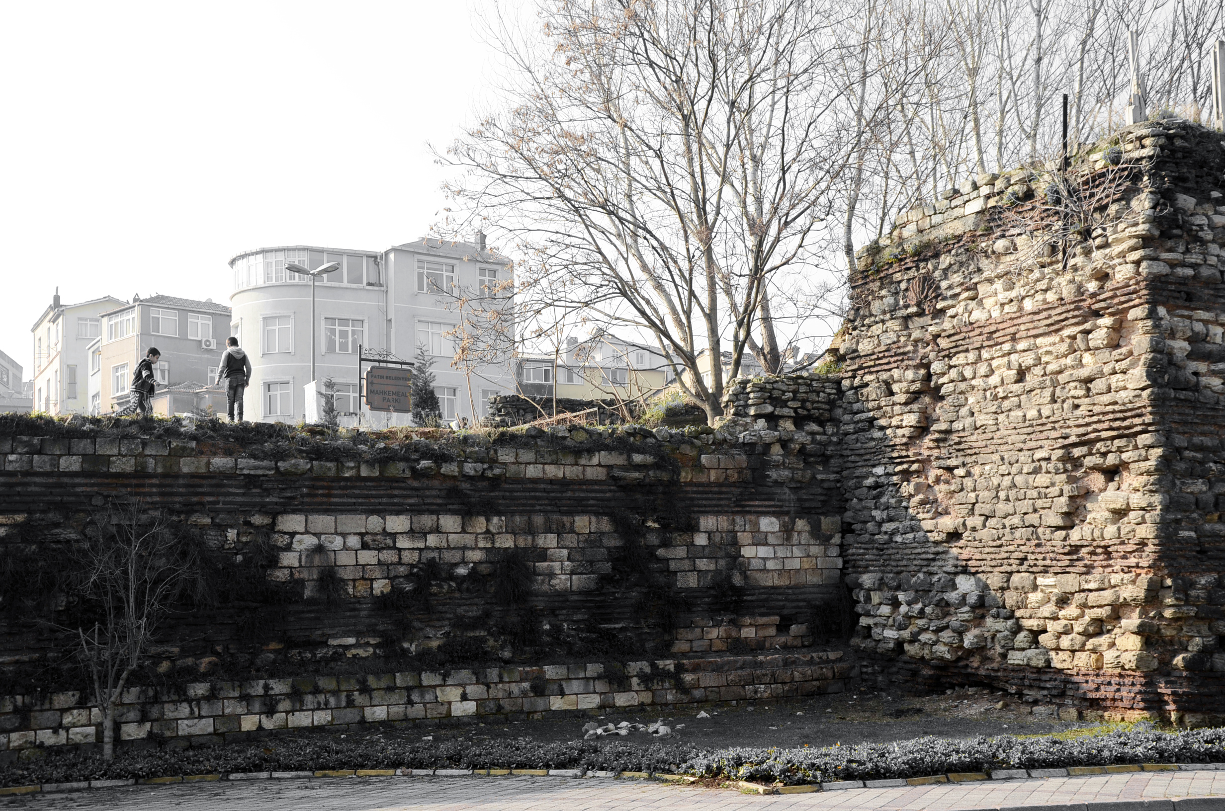 Theodosian section wall. Pic by Mimmo Piergiacomi
