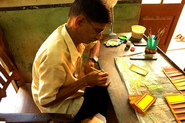 A Mysoru Ganjifa artist at work