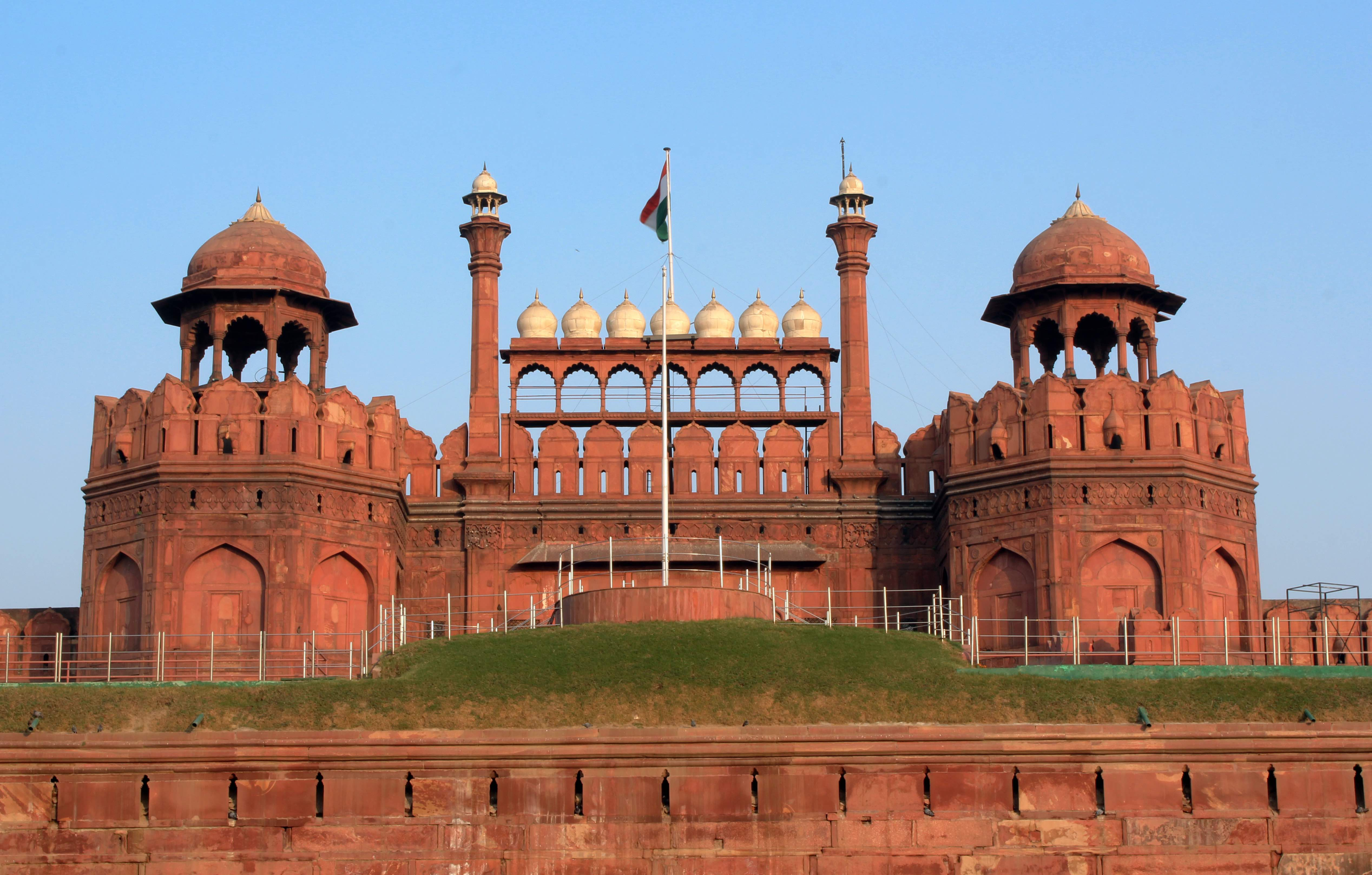 Red Fort Facade: By Mahesh Bhanupanth (Own work) [CC BY-SA 3.0 (http://creativecommons.org/licenses/by-sa/3.0)], via Wikimedia Commons