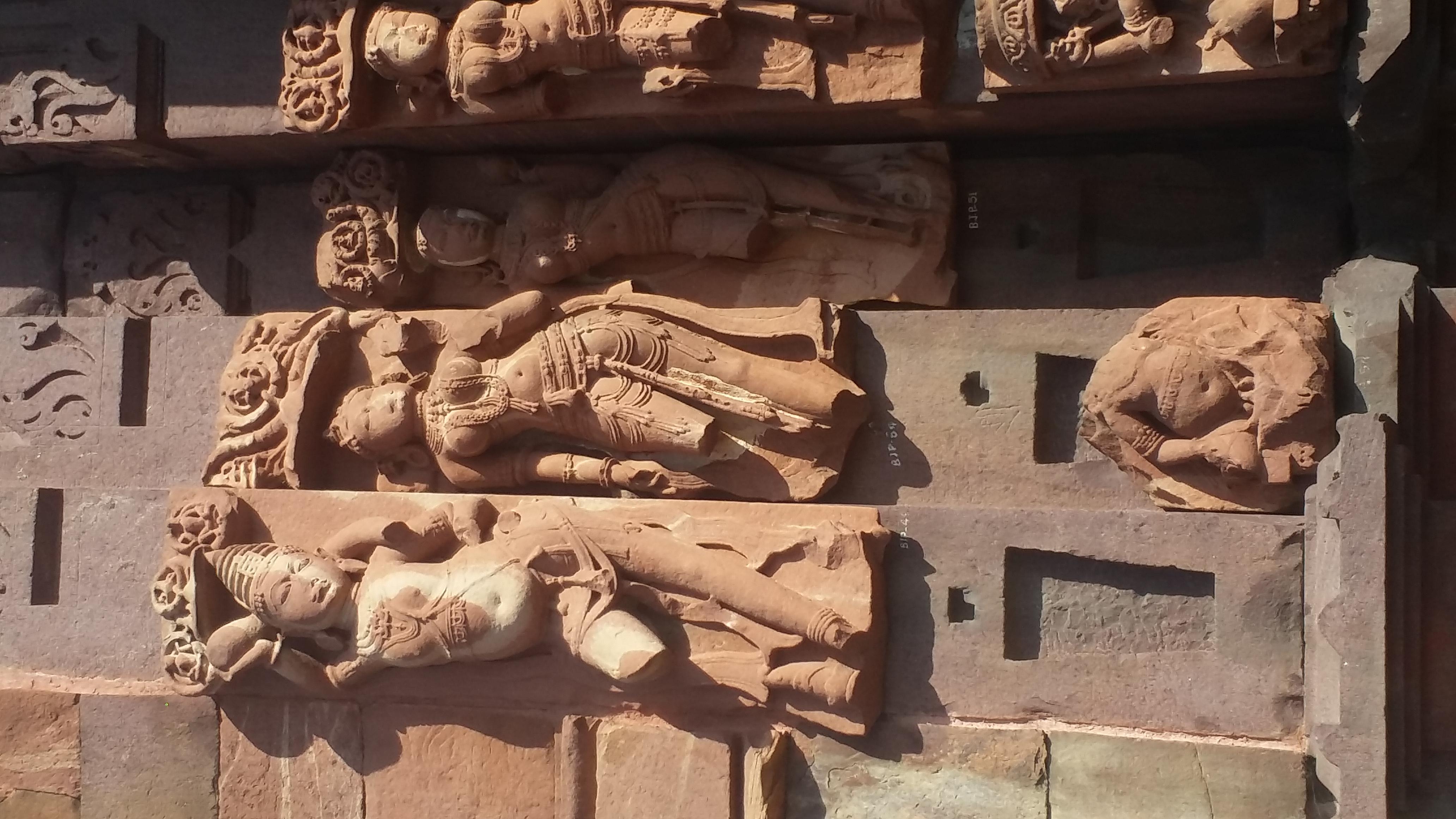 Statues on side walls