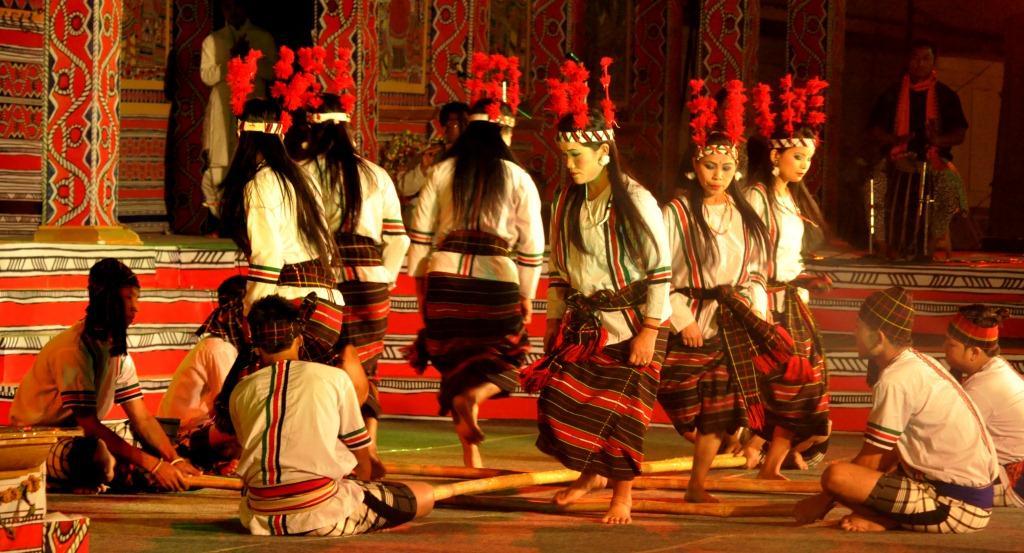 2016-02-23_56cc24ba6edd2_lokrangmanipuridance.jpg