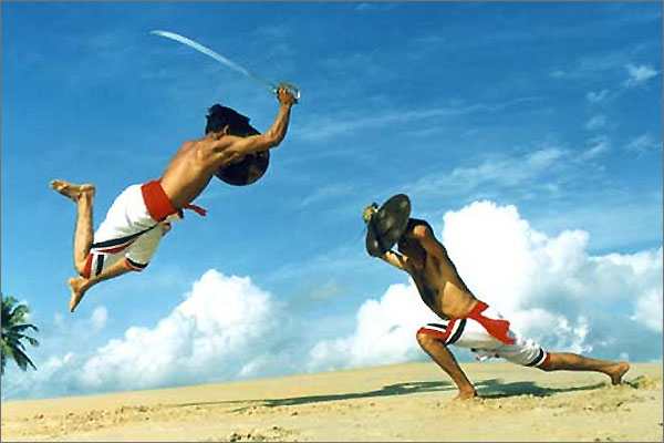 Picture Courtesy: http://tamilnadu.com/sports/silambam.html