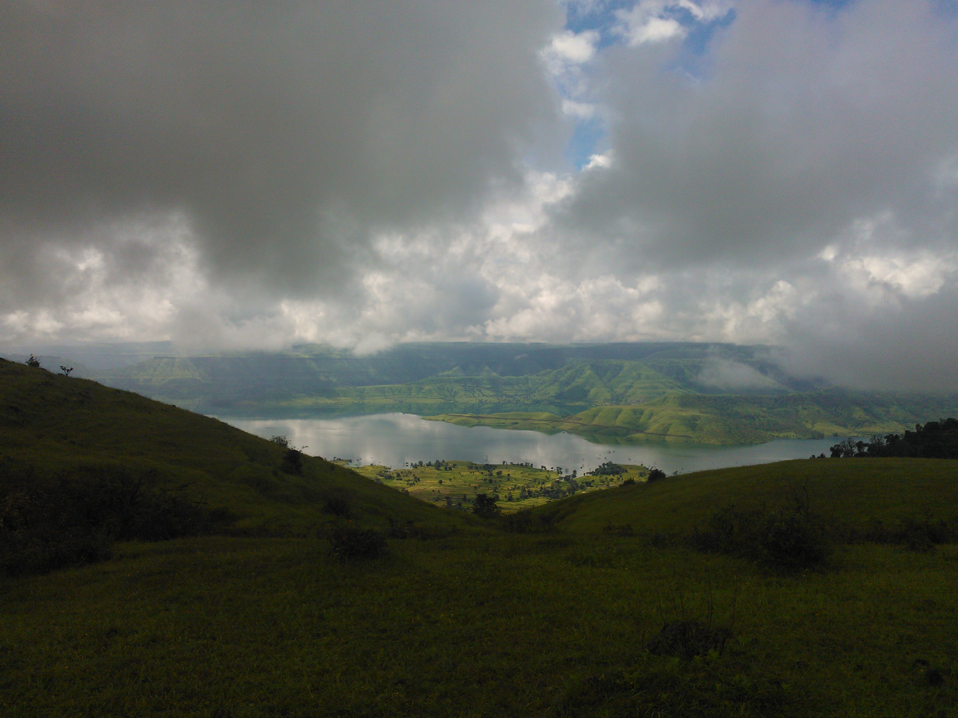 Lake, clouds and hills at Satara