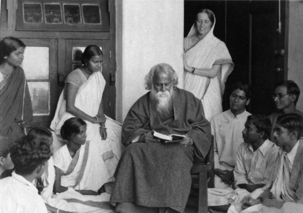 Nobel laureate, Rabindranath Tagore, with his disciples in 1922 Source: http://www.oldindianphotos.in/2010/05/rabindranath-tagore-in-1925-part-2.html, Public Domain, https://commons.wikimedia.org/w/index.php?curid=30468913
