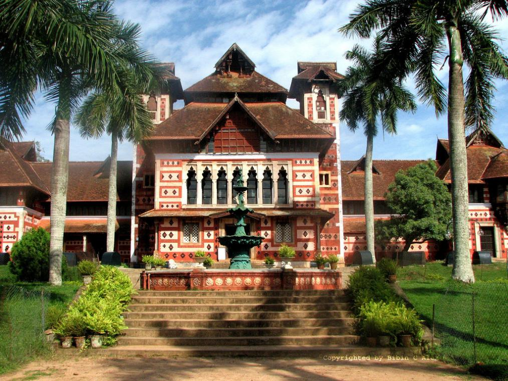 The entrance to Chitra Art Gallery in Thiruvananthapuram Source: Wiki Commons