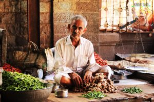 The ones we see through : A photo story through Pune's oldest vegetable market
